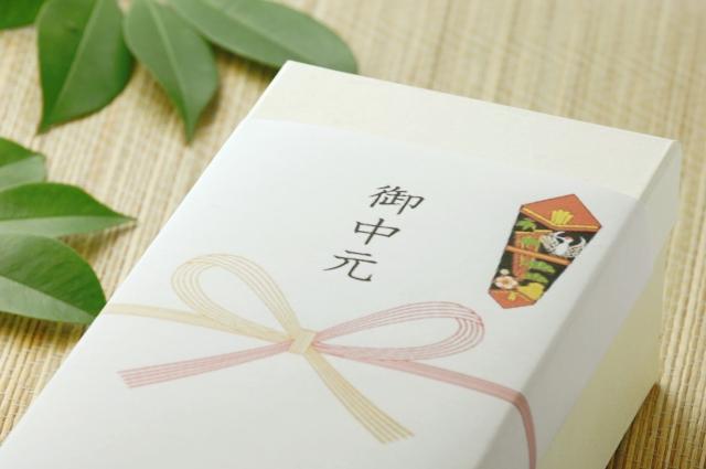 お中元の時期はいつ?【2019】関東と関西の違いと過ぎた場合 意味や贈る際に気を付けるべきマナー